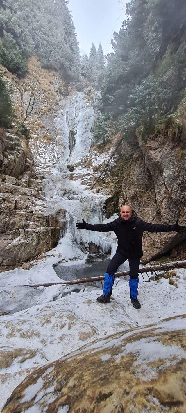 Drumetie la Cascada Moara Dracului