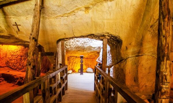 templul-ursitelor-lacul-de-smarald-vulcanul-racos-excursie-o-zi-aprilie-100-lei